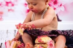 06_Engelsgleich-Neugeborenenfotografie-Babybilder-Cake-Smash-Shooting-Smasth-the-Cake-Kuchenschlacht-Fotografie-1.-Geburtstag-5