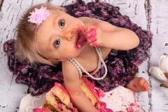 08_Engelsgleich-Neugeborenenfotografie-Babybilder-Cake-Smash-Shooting-Smasth-the-Cake-Kuchenschlacht-Fotografie-1.-Geburtstag-3