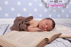 31_engelsgleich-neugeborenenfotografie-neugeborenenbilder-buchholz-newborn-babyfotografie-8