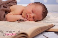 36_engelsgleich-neugeborenenfotografie-neugeborenenbilder-buchholz-newborn-babyfotografie-9