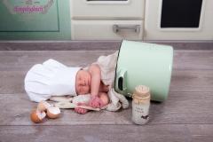 64_kleiner-Koch_Fotoshooting_Neugeborenenfotografie_Engelsgleich_Buchholz