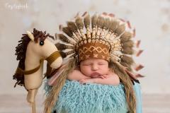 Indianer_Babyfoto_Babyfotografie_Engelsgleich_Babyfotostudio_Babyshooting_Hamburg